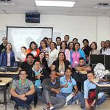 Grupo de estudiantes, administrativos, investigadores y docentes en el Taller Linked Data Lifecycle